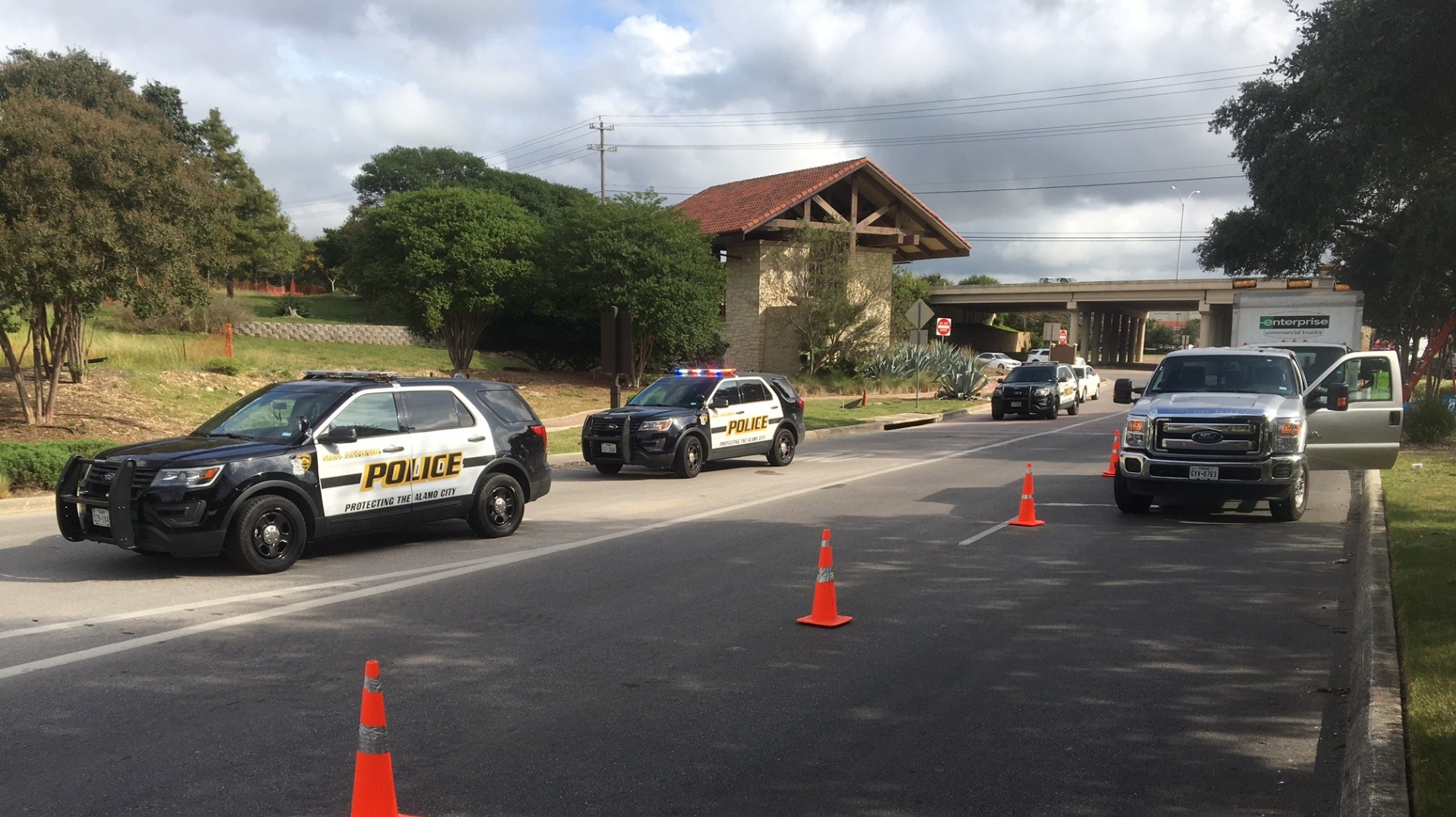 Sapd Scene At La Cantera Cleared Bad Information Prompted Mall Lockdown Kens5 Com