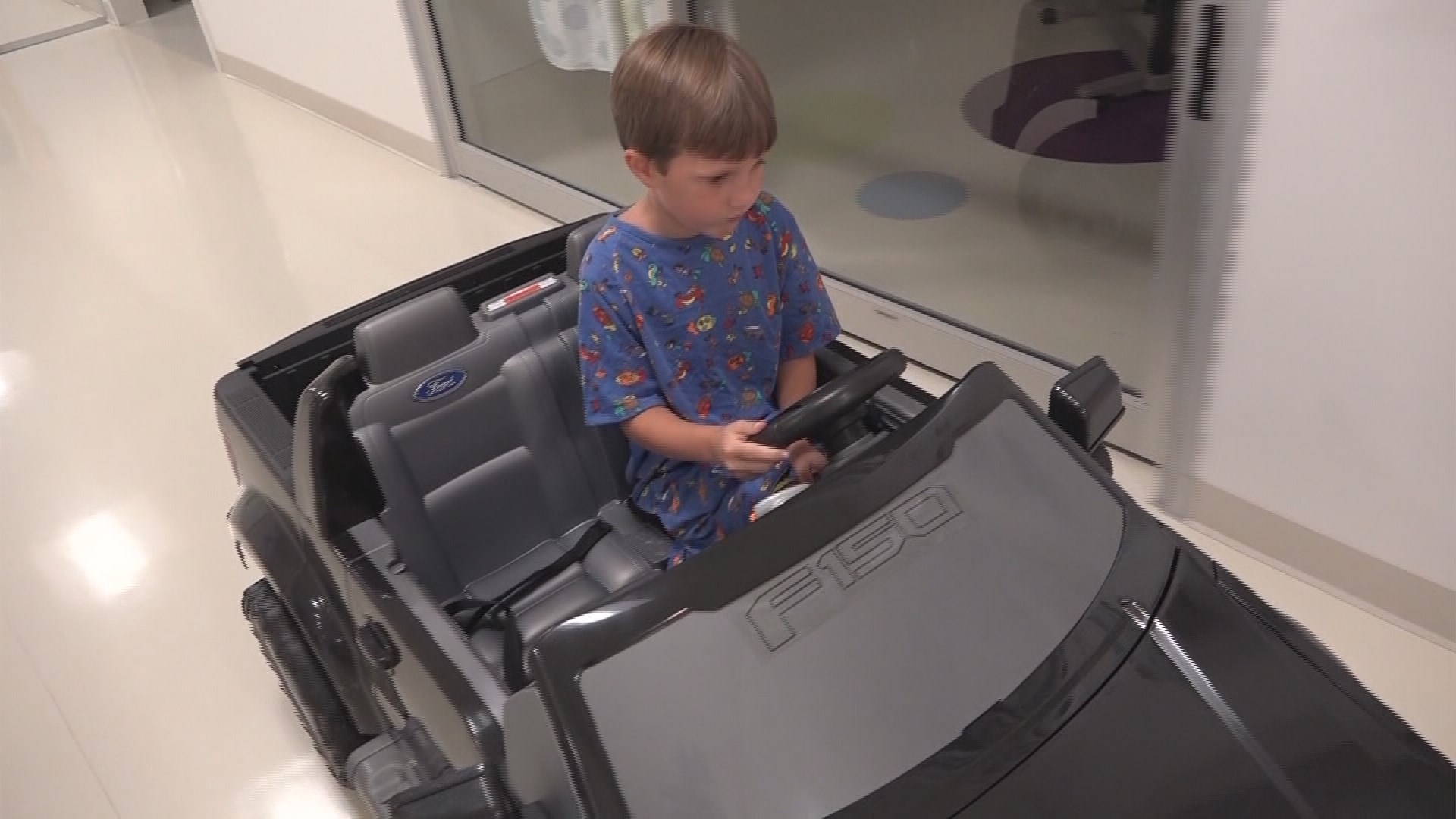 Kids drive into operating room at san antonio children 39 s for Rooms to go kids san antonio
