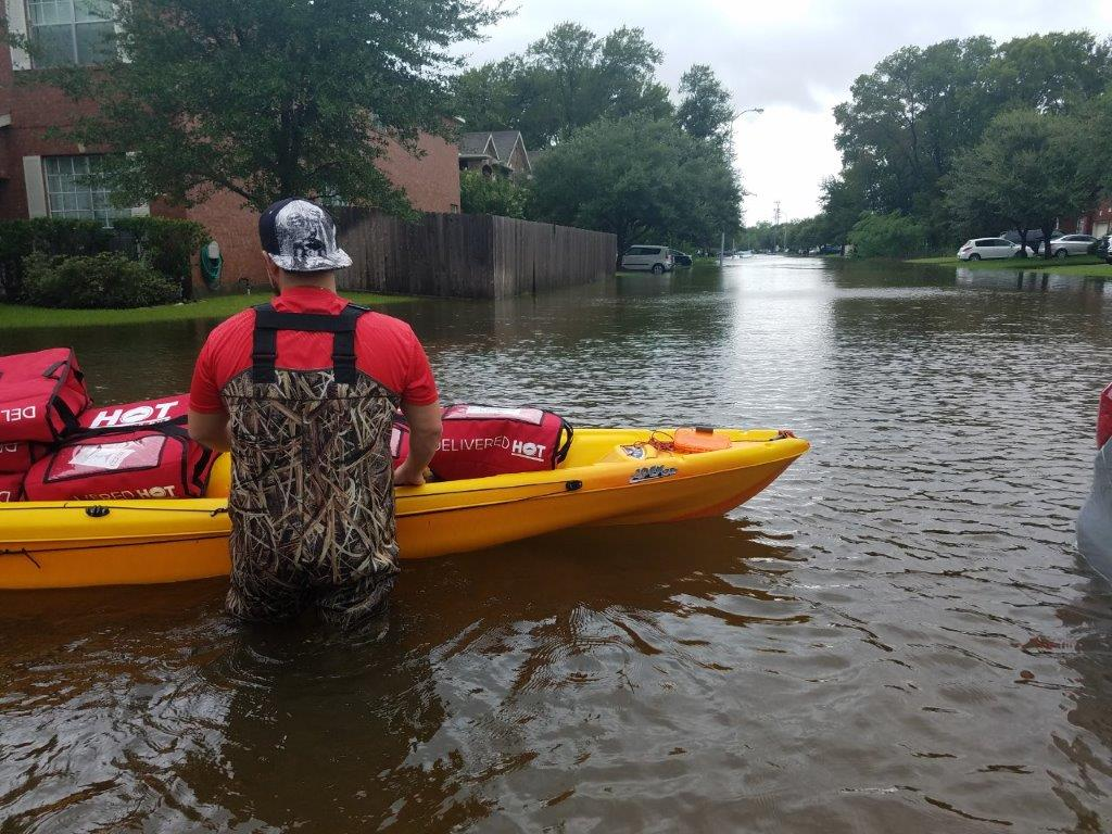 Image Result For Houston Area Pizza Hut Employees Used Kayaks To Deliver Pizza To Those In Need