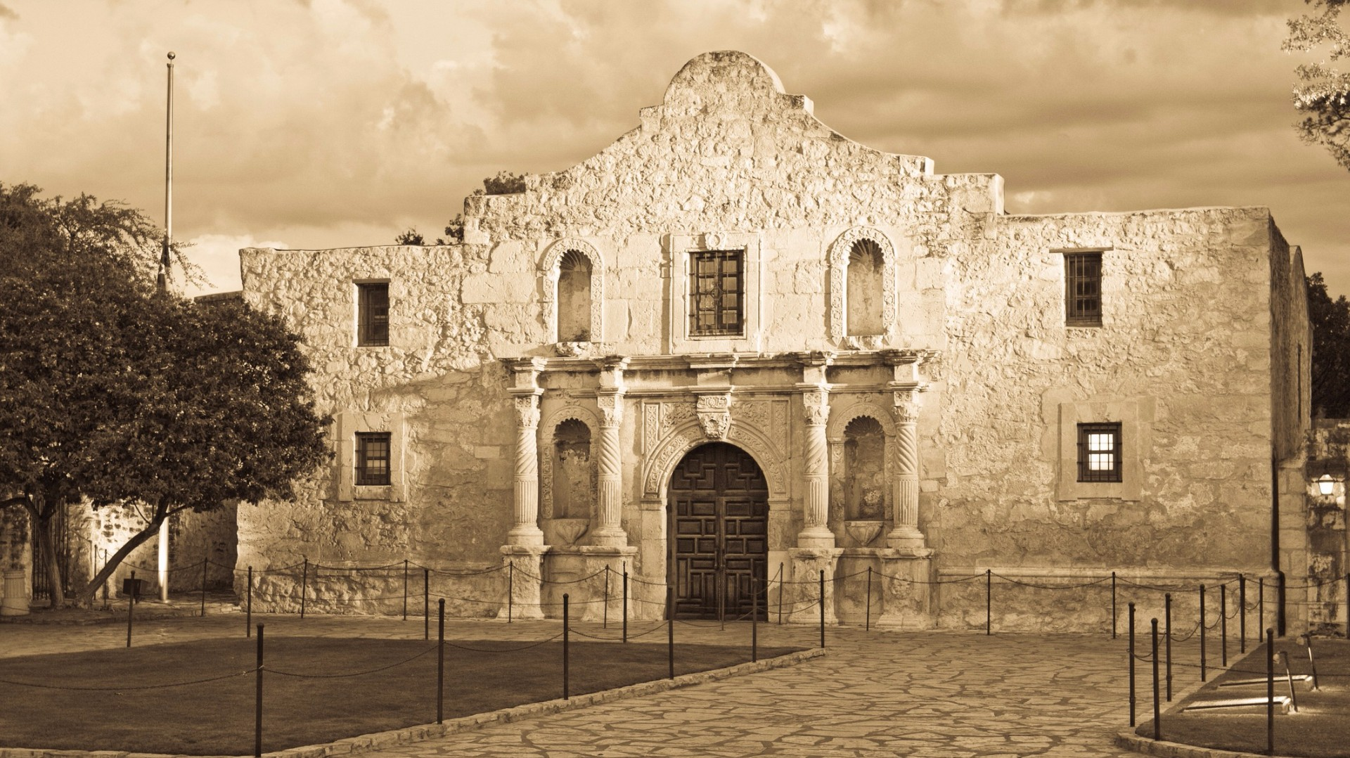 the alamo Besides bowie, crockett, and travis, how much do you really know about the battle of the alamo here are 10 facts that should be in every texan's heart.